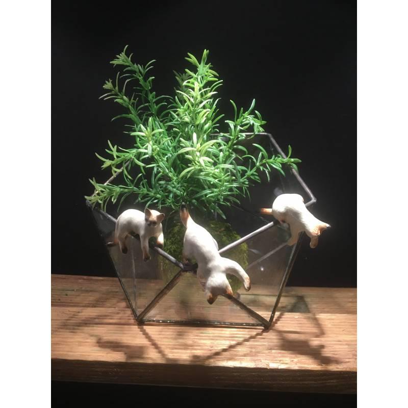 Chat pour rebord vase
